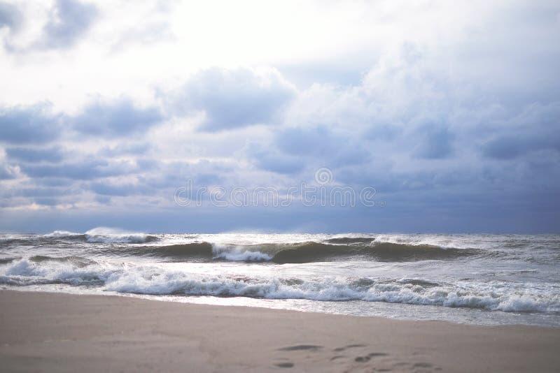 风雨如磐的海滨,海 库存照片