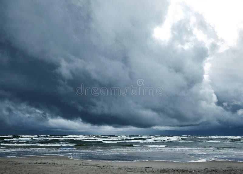 风雨如磐的海 库存图片