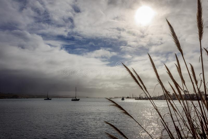 风雨如磐的港口 库存图片