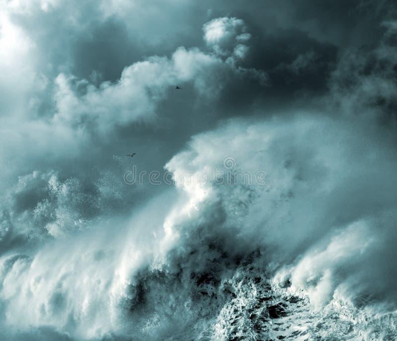 风雨如磐的通知 库存图片
