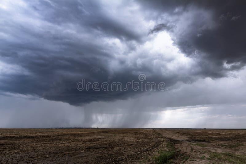 风雨如磐的雨的风景照片 库存照片