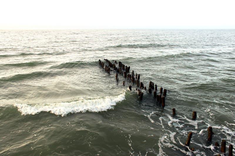 风雨如磐的黑暗的波罗的海背景摄影 库存图片