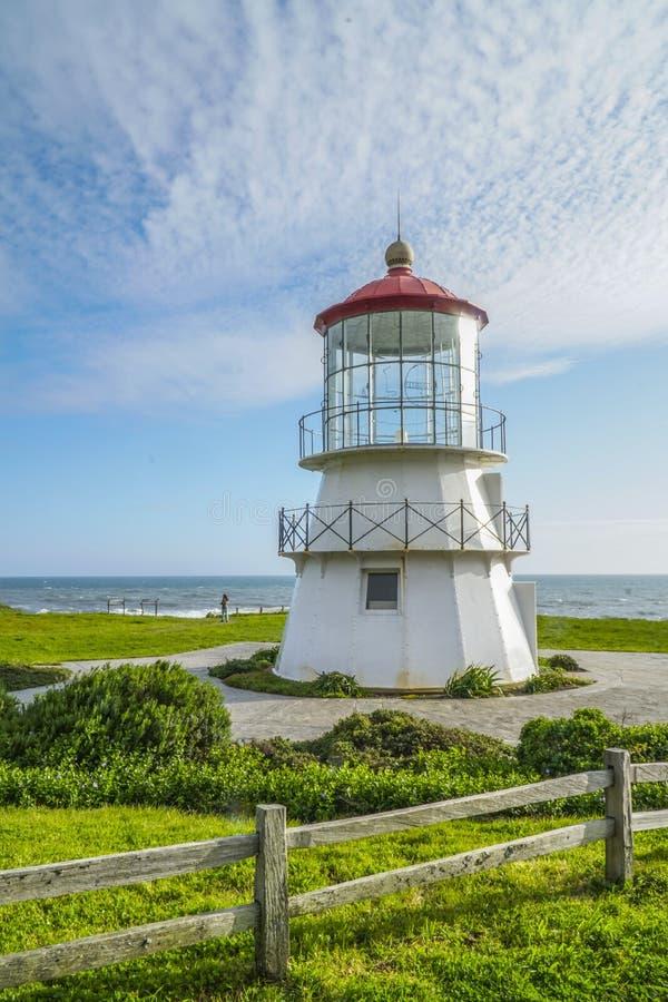 风雨棚小海湾-风雨棚小海湾美丽的灯塔-加利福尼亚- 2017年4月17日 免版税库存照片