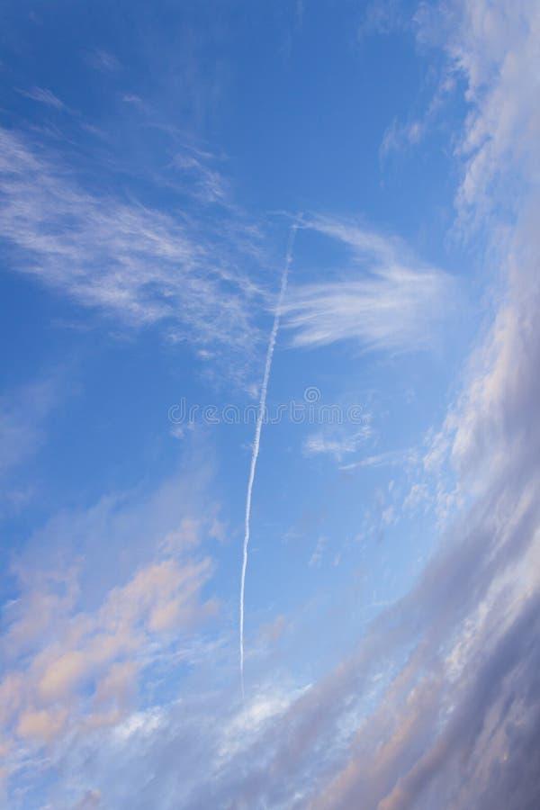 飞星或彗星火球落对地球 免版税图库摄影