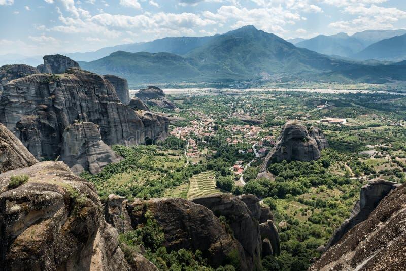 飞星或迈泰奥拉,从高原的全景到色萨利谷  免版税库存照片
