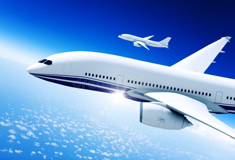 飞机中间在天空中 免版税库存图片