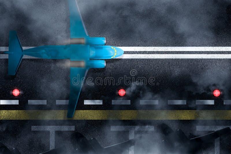 飞机是降落在或离开夜云彩或雾机场 在跑道有小条的,飞机,停放的顶视图其他飞机 免版税库存图片