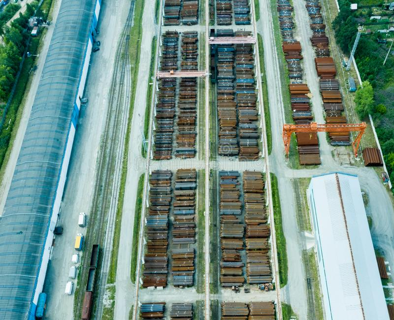 飞机棚顶视图  被镀锌的金属板飞机棚农产品和存贮设备存贮的  免版税库存图片