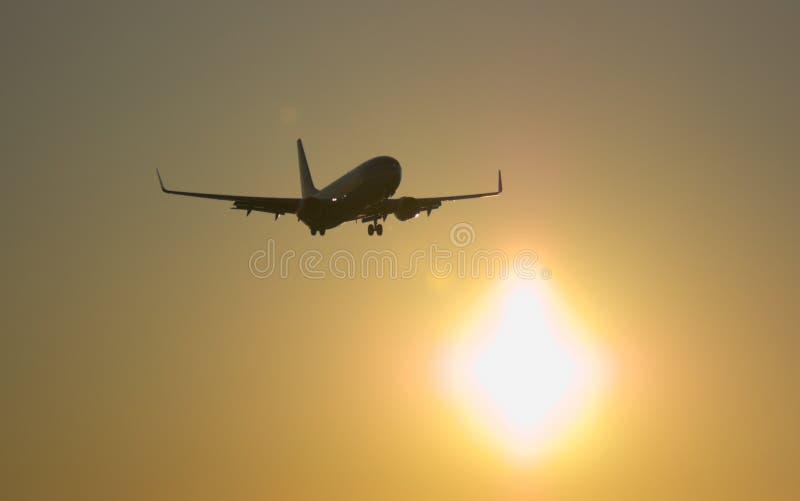 Download 飞机着陆 库存照片. 图片 包括有 航空, alameda, 飞机, 蓝色, 引擎, 齿轮, 天空, 着陆 - 22356806