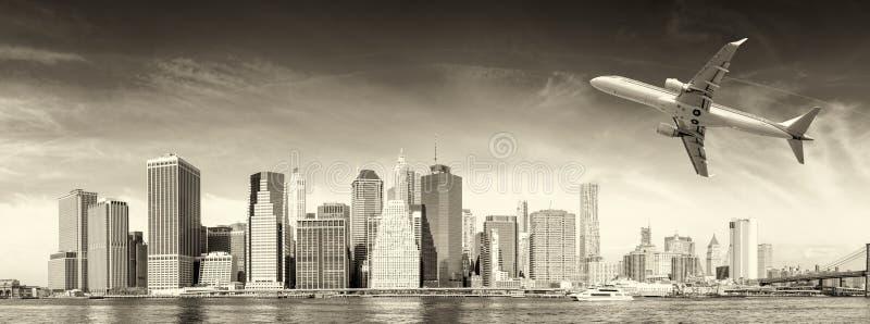 飞机黑白看法在纽约的 旅游业骗局 免版税库存图片