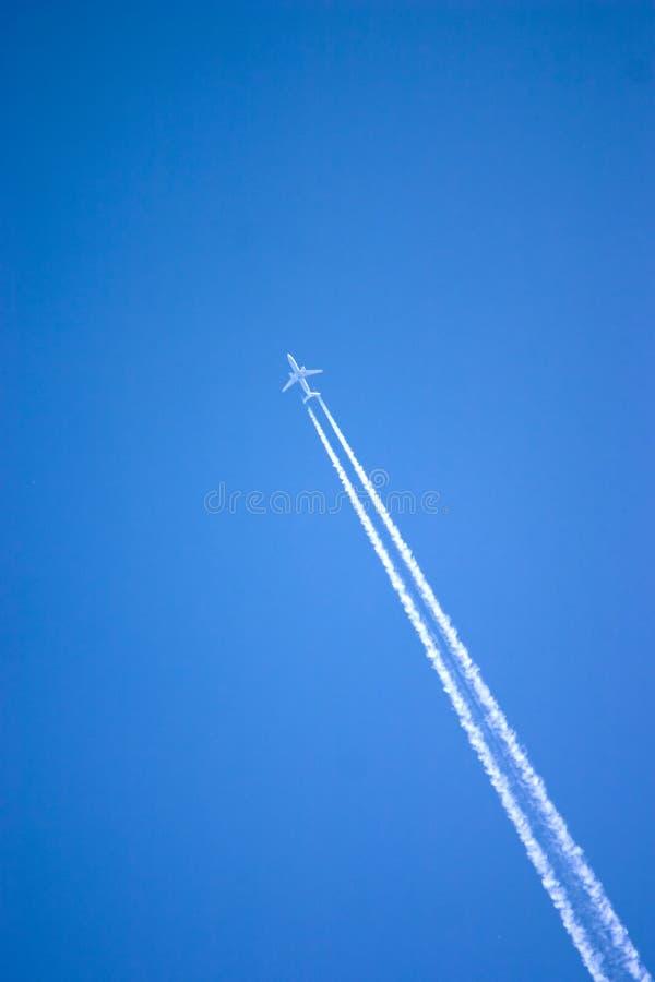 Download 飞机 库存照片. 图片 包括有 乘客, 飞行, 条纹, 尾标, 运输, alameda, 航空, 空白, 线索 - 187100