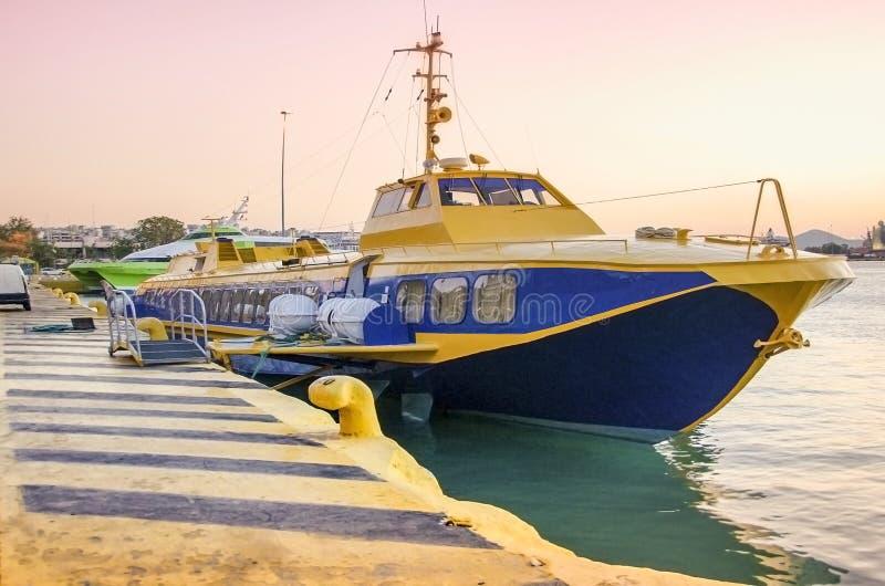 飞海豚型船舶停靠希腊比雷埃夫斯港 图库摄影