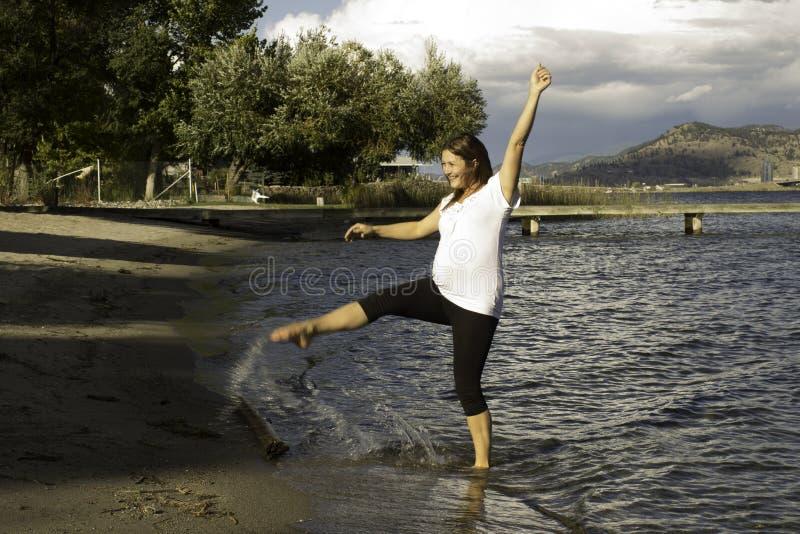 飞溅在湖 免版税库存照片