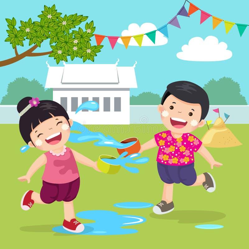 飞溅在Songkran节日的泰国孩子水在寺庙 库存例证