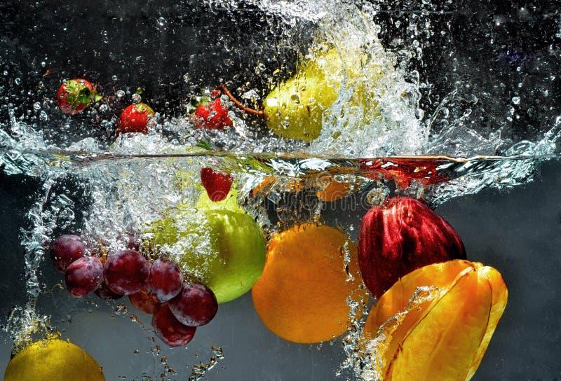 飞溅新鲜水果01 免版税库存照片