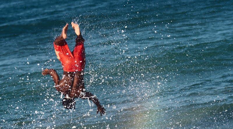 飞溅的冲浪者通知 免版税库存图片