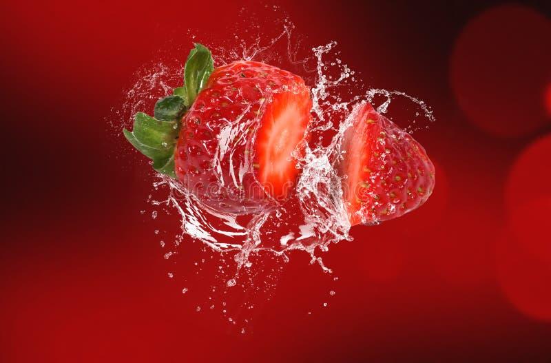 飞溅草莓 库存图片