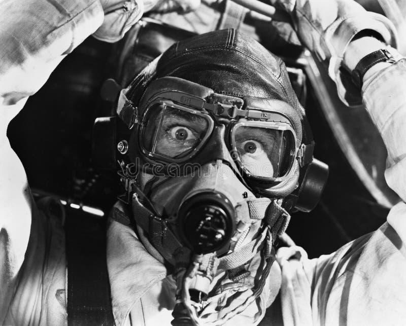 飞行员特写镜头面具的(所有人被描述不更长生存,并且庄园不存在 供应商保单那里将 库存照片