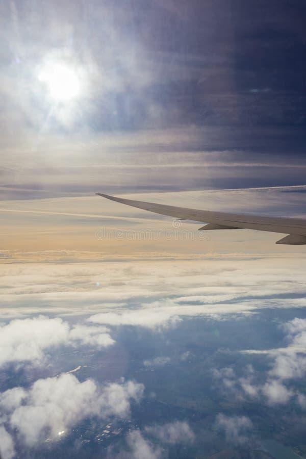 飞行在云彩之间层数  图库摄影