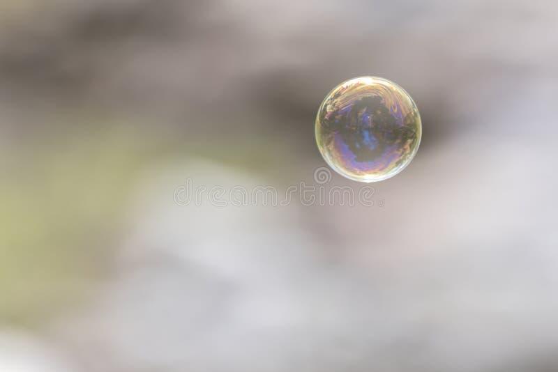 飞行在天空中的肥皂泡 库存照片