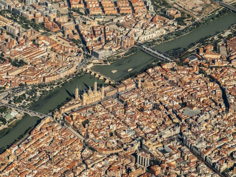 飞行在西班牙市萨瓦格萨西班牙 库存照片