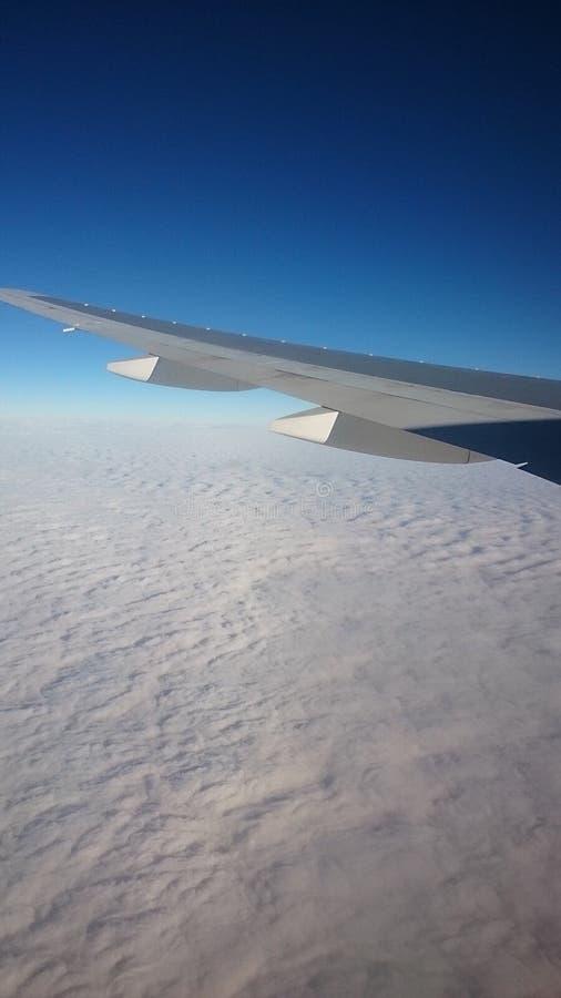 飞行在迪拜的天空 库存图片