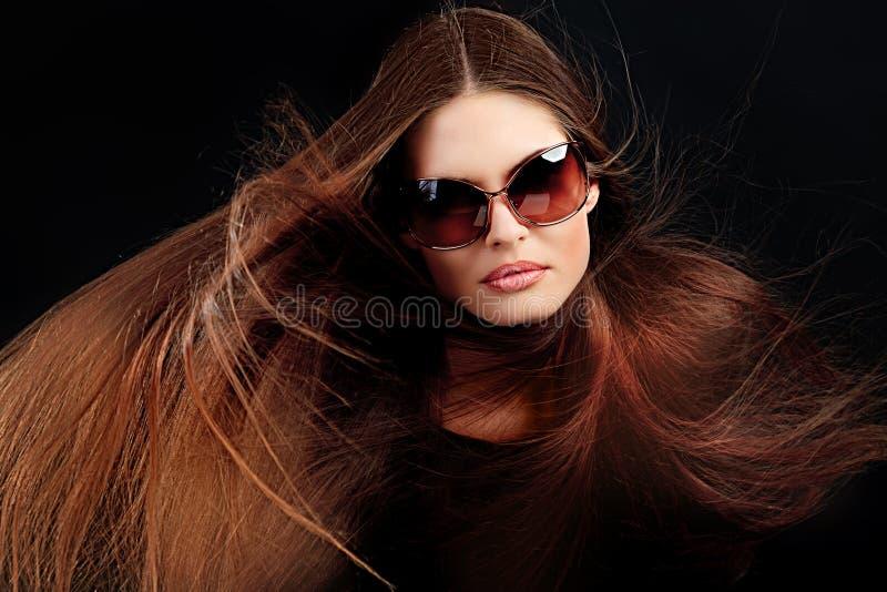 Download 飞行头发 库存图片. 图片 包括有 移动, 人员, 成人, 设计, 女性, 有吸引力的, 时兴, 仔细, 关心 - 22355651