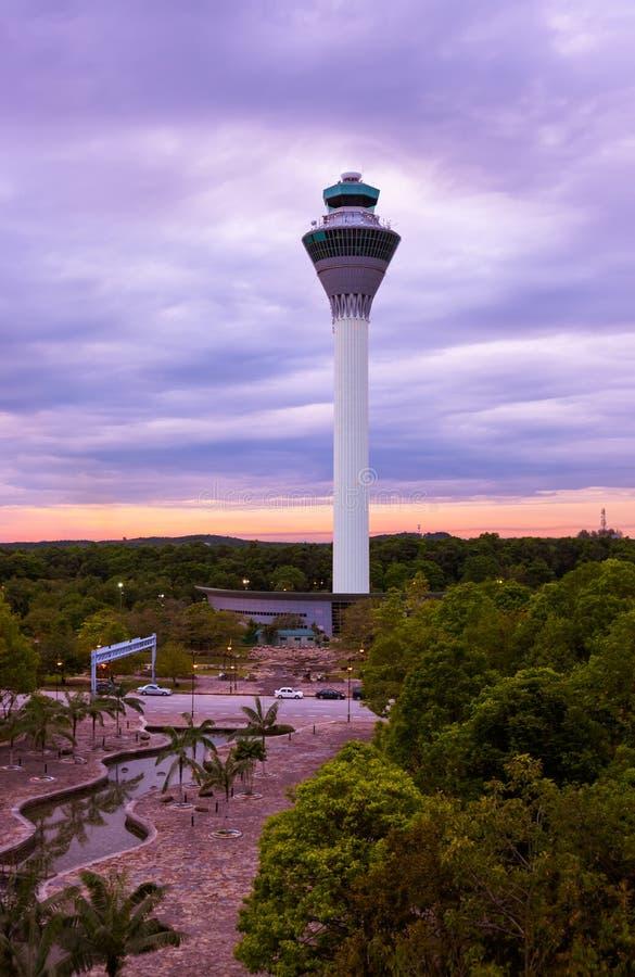 飞行控制塔在吉隆坡& x28的机场; Malaysia& x29; 免版税库存图片