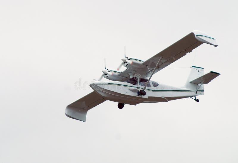 飞行水上飞机 图库摄影