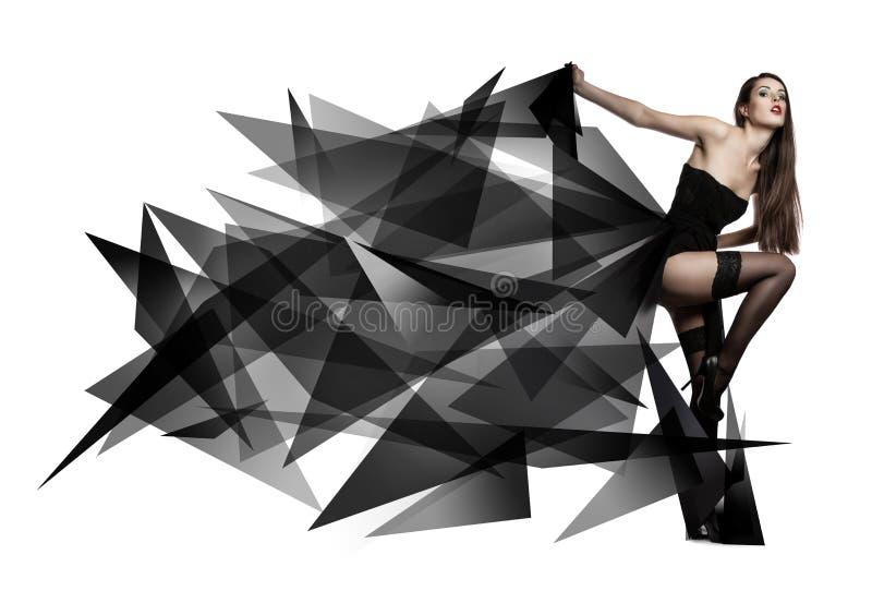 飞行的黑礼服美丽的女孩 织品流 免版税图库摄影