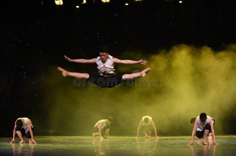 飞跃高的这黄河河中国民间舞 免版税库存图片