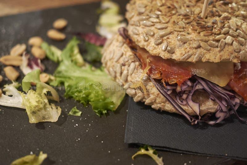 食家三明治用帕尔马火腿 免版税图库摄影