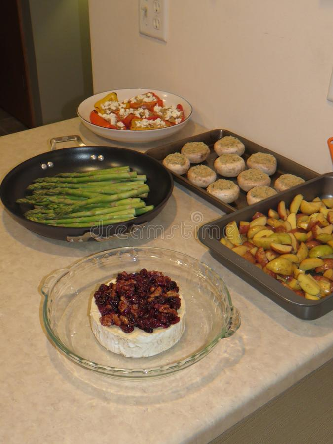 食物光彩的食物,为烤箱准备 免版税图库摄影