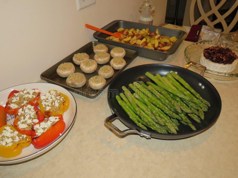 食物光彩的食物,为烤箱准备 免版税库存图片
