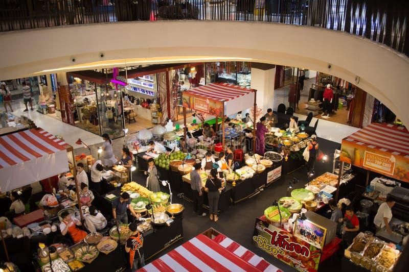 食物在中央节日清迈的促进地区 免版税库存照片