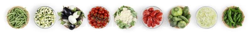 食物在白色厨房worktop隔绝的顶视图菜,网 免版税库存照片