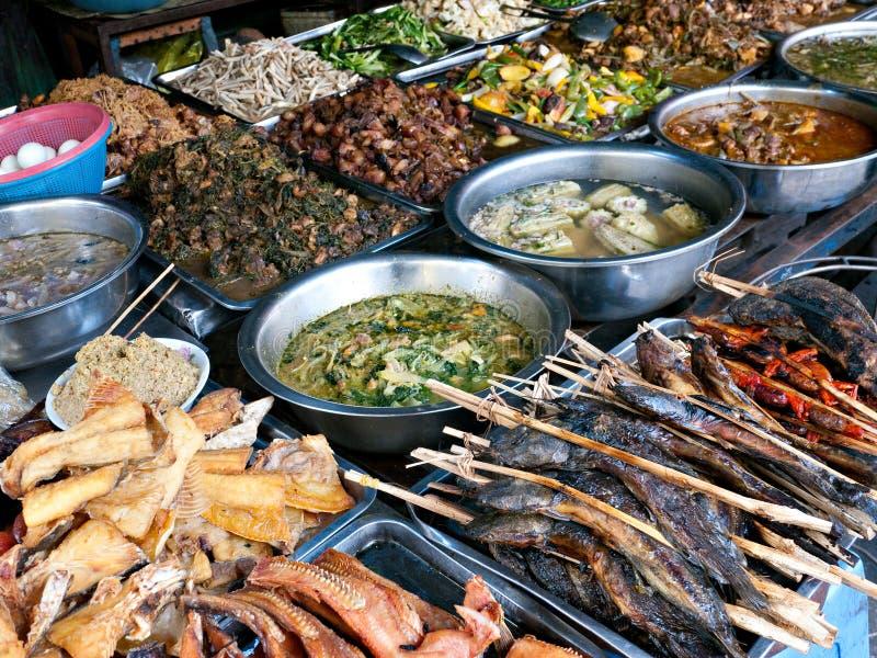 食物在kandal市场上在金边 免版税库存照片