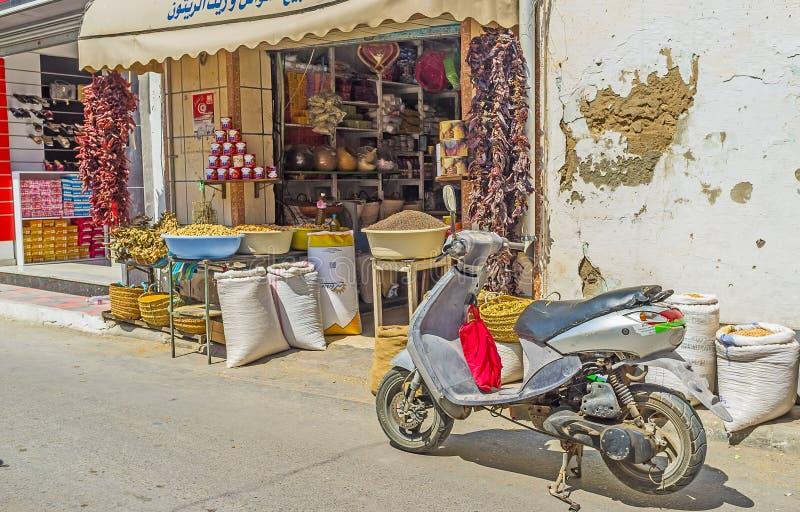 食物摊位在Monastir上市场  库存图片