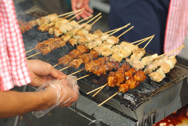 食物烤街道