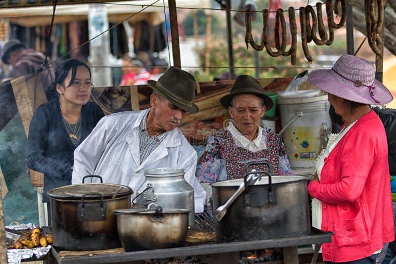 食物立场在地方市场上在Villa de莱瓦,哥伦比亚 免版税库存图片