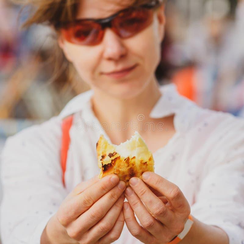 食物节日的妇女 免版税库存照片