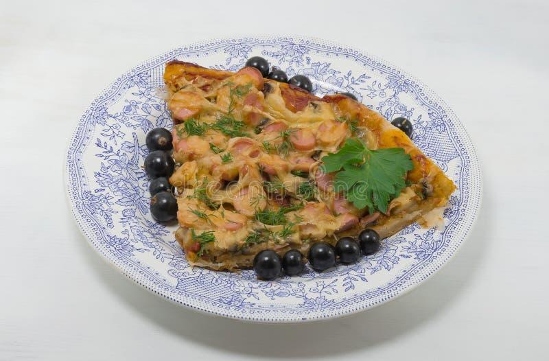 食物,全国盘,在板材的比萨 库存照片