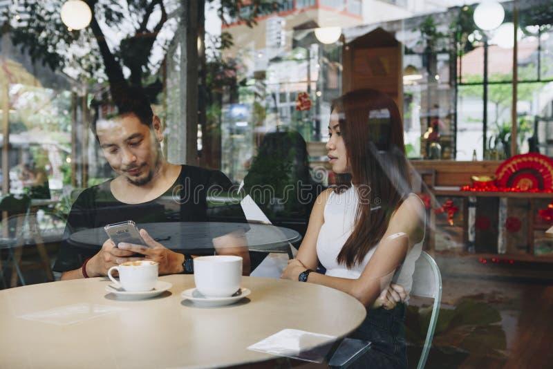 食用健康的夫妇咖啡一起 库存照片