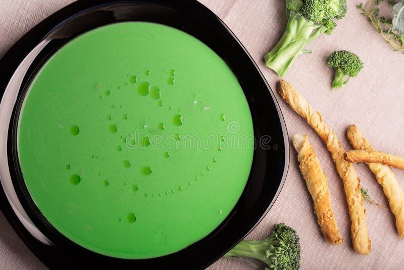 素食硬花甘蓝绿色汤 免版税库存照片
