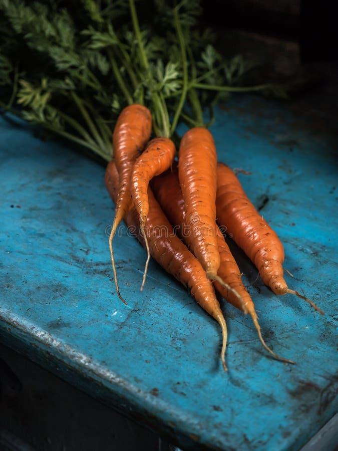 食谱的红萝卜束生气勃勃收获胡萝卜素抗氧化维生素 免版税库存照片