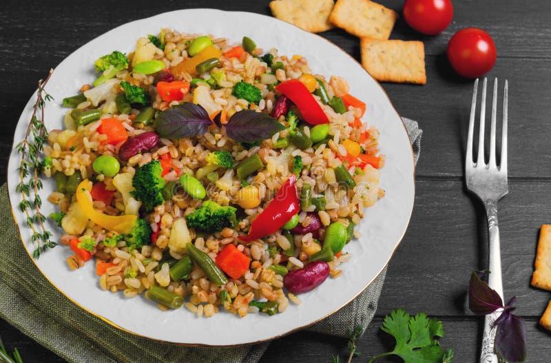 素食主义者有机食品沙拉 免版税库存图片