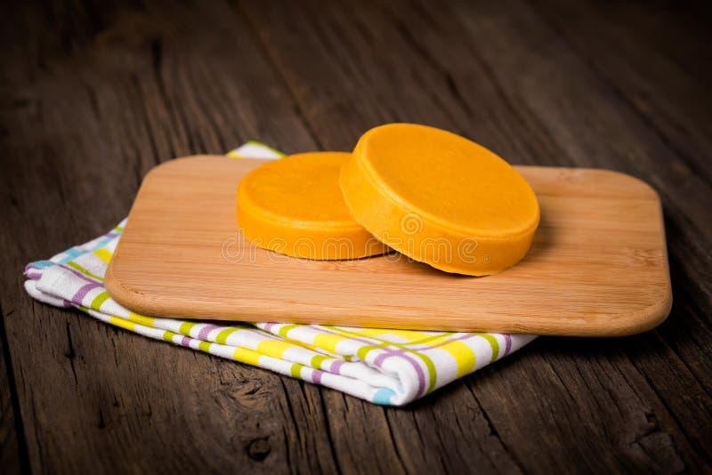 素食主义者diy自创黄色乳酪 库存图片
