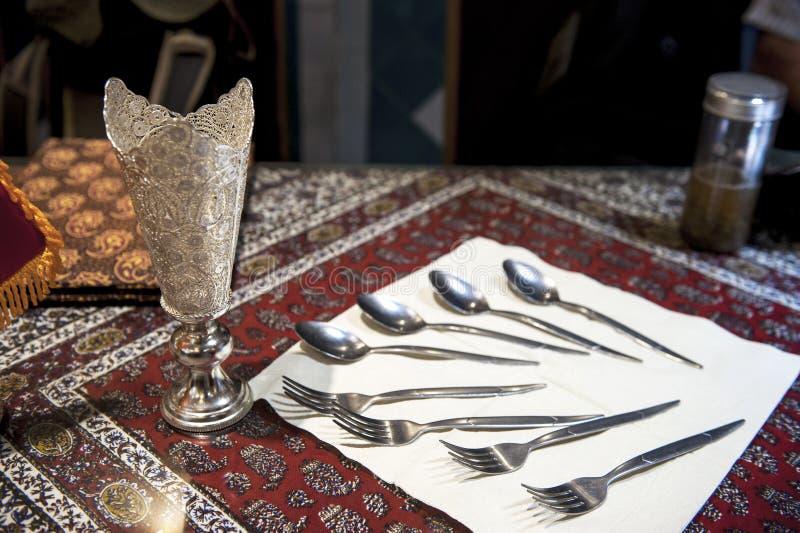 餐具在伊朗餐馆 库存图片