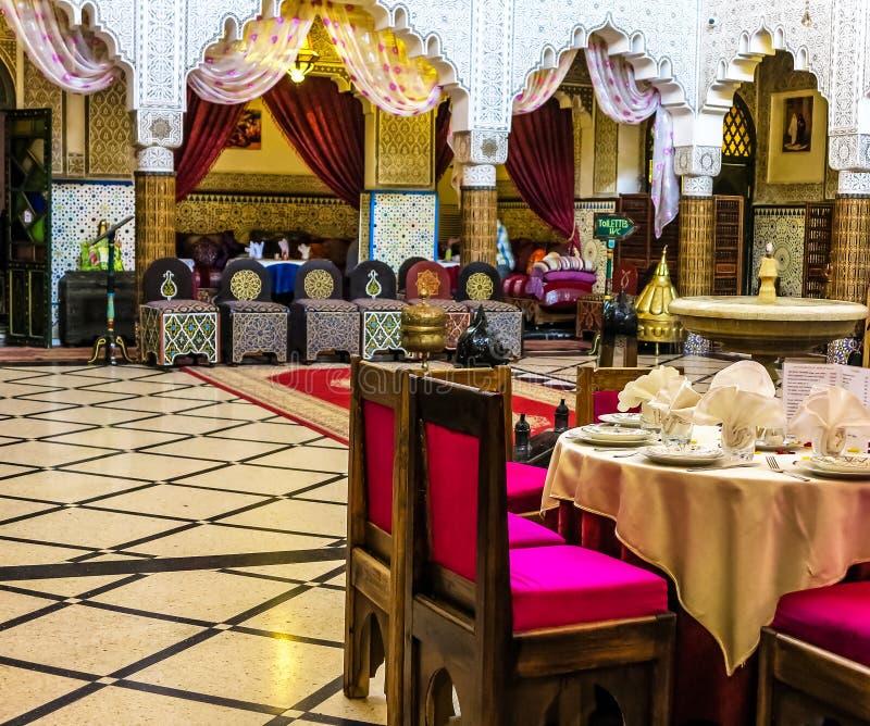 餐厅在一个古老摩洛哥宫殿在拉巴特 免版税库存照片