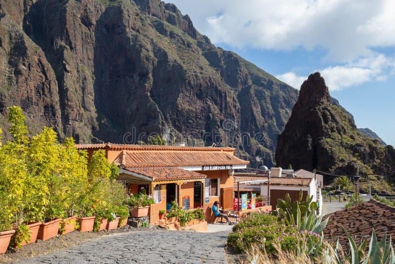 餐馆前面在Masca村庄,最著名的旅游目的地在特内里费岛,西班牙 免版税库存图片
